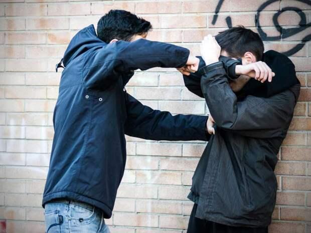 Два жителя Твери избили прохожего, который отказался дать им 100 рублей