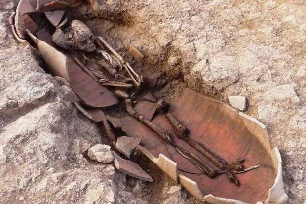 На Корсике древних людей захоронили в горшках: археологи обнаружили необычный некрополь