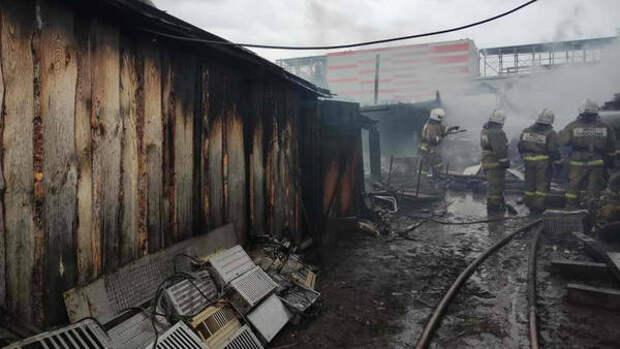 В Кожевникове пожарные спасли мужчину из горящего дома
