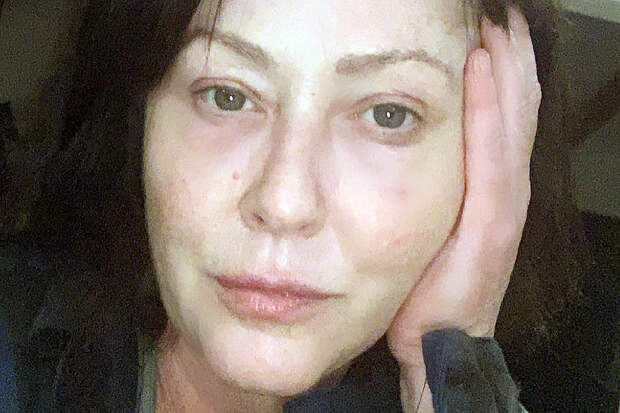 Звезда «Зачарованных» показала лицо без макияжа и восхитила фанатов