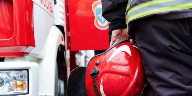 Из пожара в доме в Батайском проезде спасли троих жильцов