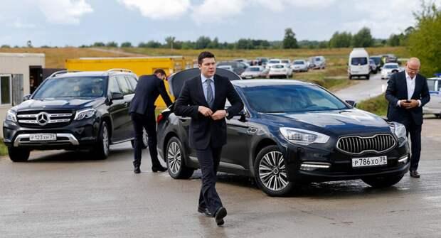 Управляющий автопарком правительства «Айтыс» покупает сразу три авто
