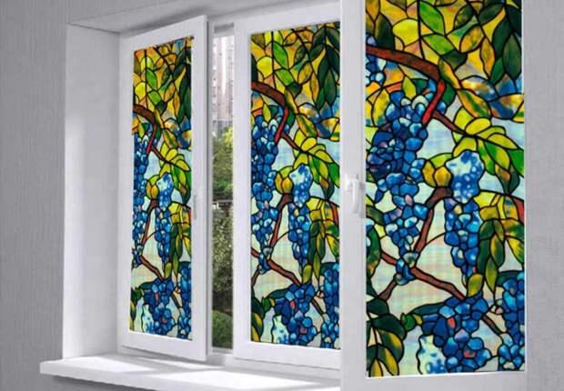 Если хочется украсить окна, используйте витражную пленку / Фото: i.pinimg.com