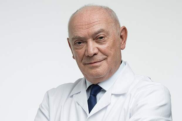 Доктор Румянцев предложил увеличить зарплату среднему и младшему медперсоналу в РФ