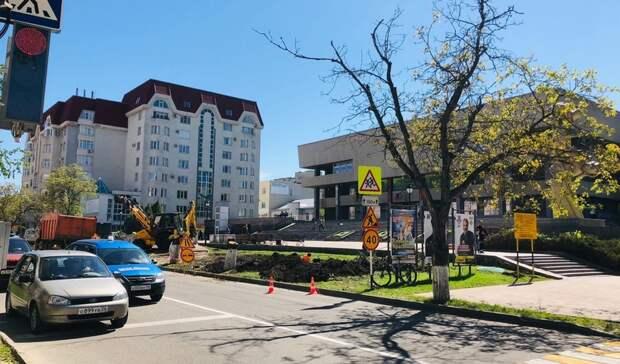 На вырубку деревьев возле дворца творчества пожаловались в прокуратуру Ставрополя