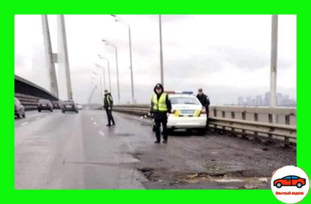 Инспектор ДПС останавливает на мосту: разбираем, что нужно делать в такой ситуации