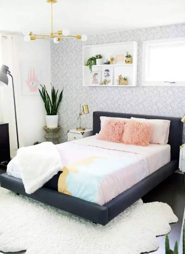 Современная спальня в смешанном стиле.