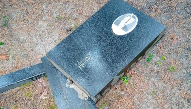 Вандалы разгромили могилы на кладбище в Карелии