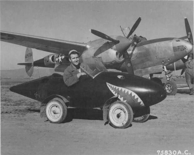 Авто из  сбитого P-38 Lightning.