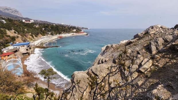 Крым не будет усиливать меры по коронавирусу перед курортным сезоном