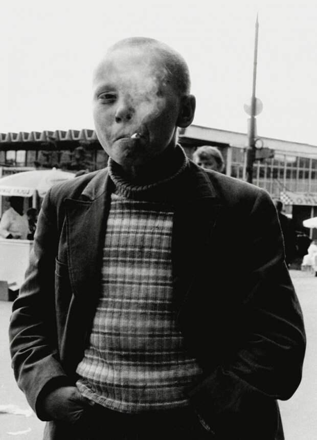 Ребенок с сигаретой. Москва, 1995 90-е, подборка, фото