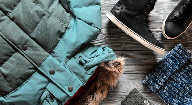 Как правильно ухаживать зазимним гардеробом: пуховиками, свитерами иколготками?