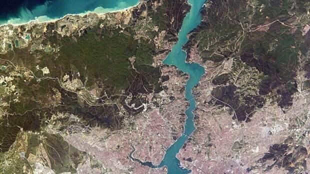 Движение кораблей в Босфоре после аварии танкера восстановлено
