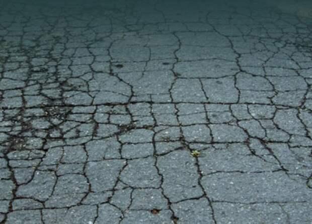 Учёные установили причину, из-за которой современные бетон и асфальт быстрее разрушаются