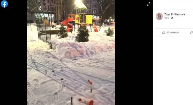 Металлические штыри демонтировали с детской площадки на Донецкой — префектура