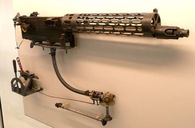 Синхронизатор стрельбы и пулемет.  Фото: my.mail.ru.