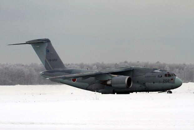 Сегодня ВВС Японии получили новейшие транспортные самолеты Kawasaki C-2