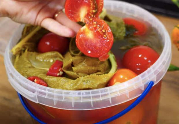 Рецепт маринованных помидоров в пластиковом ведре. По вкусу как бочковые!