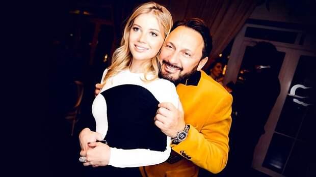Ева, дочь футболиста Канчельскиса и падчерица Стаса Михайлова, снялась в клипе певца Анатолия Цоя: видео