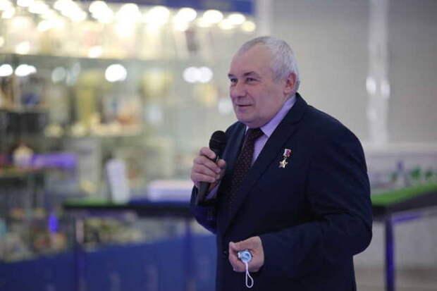 Герой России Владимир Дежуров рассказал гимназистам, как выбрать главное дело в жизни