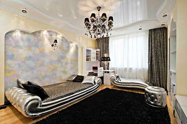 Чтобы у вашей дочери была самая стильная комната, сделайте ей в комнате глянцевые натяжные потолки, они визуально сделают комнату больше, да и смотрятся они шикарно.