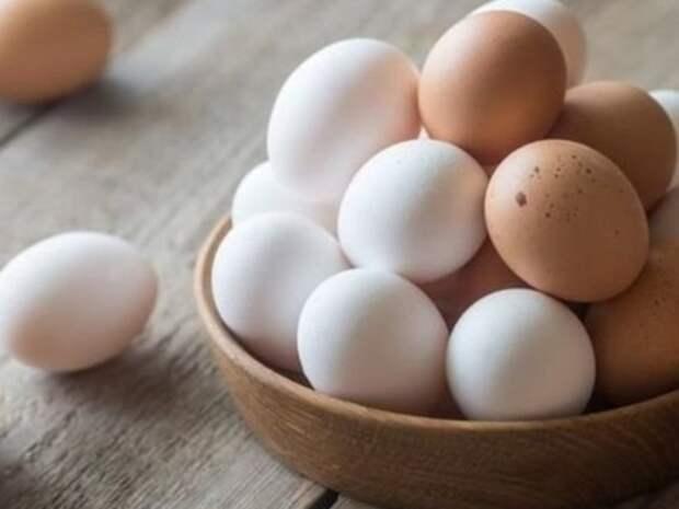 Никаких белых куриных яиц. \ Фото: nbnews.com.ua.