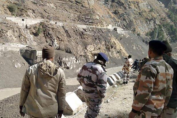 Более 150 человек пропали без вести при сходе ледника в Индии