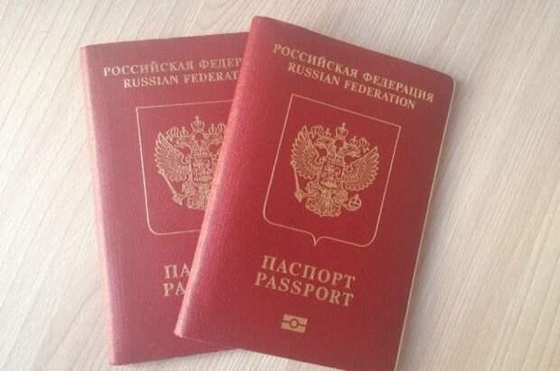 «Парламентская газета» уточнила данные о получении загранпаспортов не в РФ