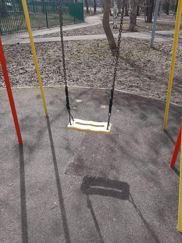 Детские качели на Русанова починили – «Жилищник»