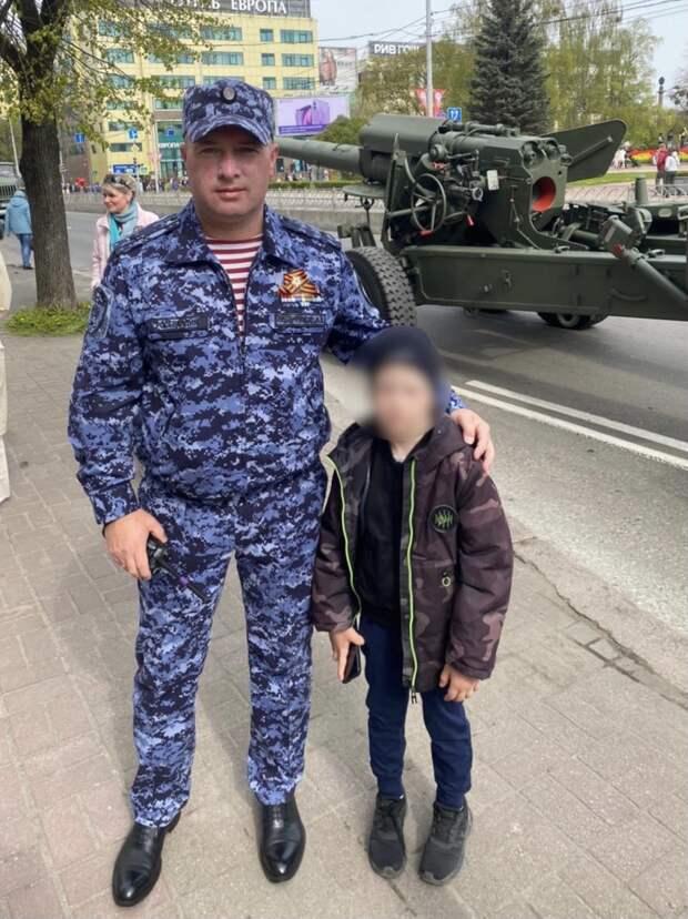 В Калининграде сотрудники Росгвардии вернули родителям потерявшегося ребенка