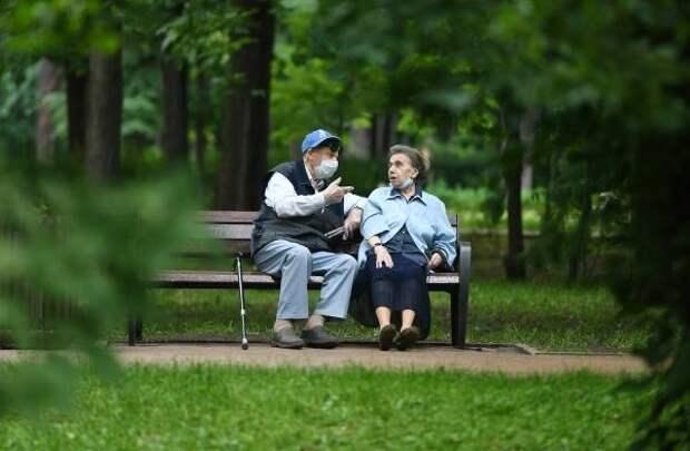 Онищенко призвал пожилых россиян отказаться от поездки на море