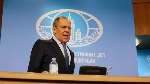 Лавров призвал все страны отказаться от угроз и вмешательства в дела РФ