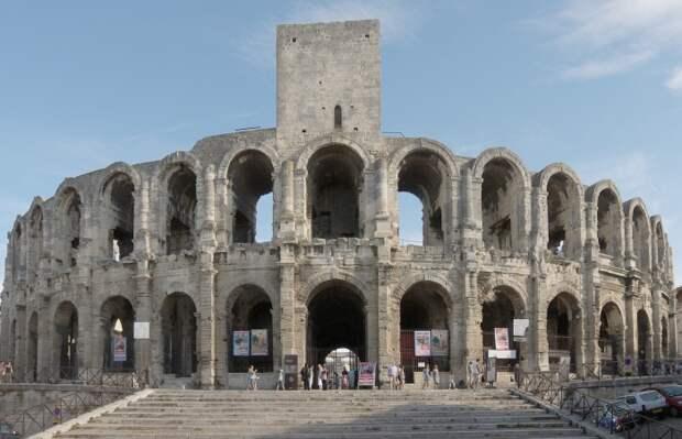 Амфитеатр в Арле, Франция. \ Фото: en.wikipedia.org.