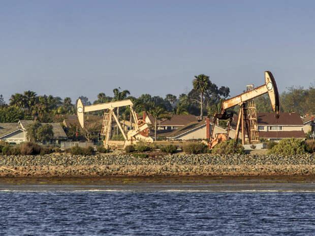 Цены на нефть незначительно колеблются