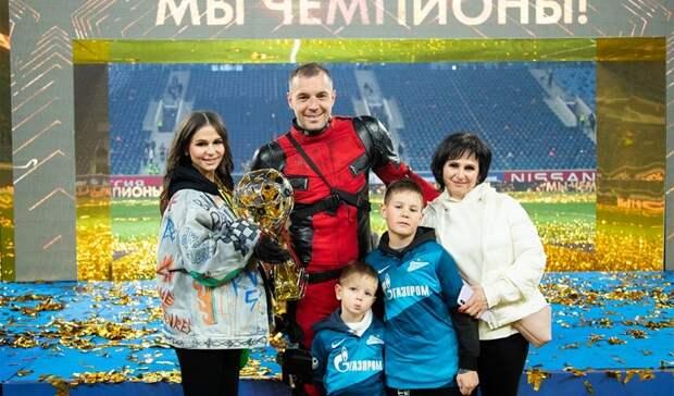 Вместо развода: Нижегородка родила футболисту Артему Дзюбе третьего сына