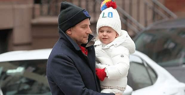 Брэдли Купер провел выходные с дочерью Леей