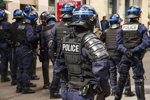 Отставные полицейские предупредили Макрона о ситуации с безопасностью
