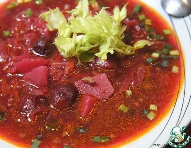 Красный борщ с вишней и орехами - восхитительная гамма потрясающих вкусов!