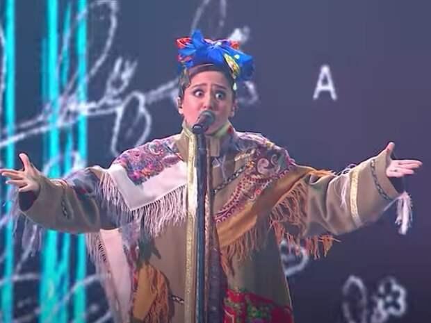 Манижа сменила платье прямо на сцене «Евровидения»
