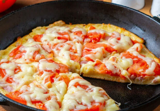 Пицца без теста за 10 минут: пожарили вместо яичницы