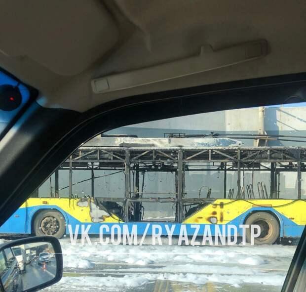 На Московском шоссе Рязани сгорел троллейбус
