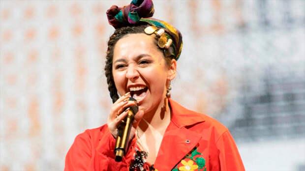 Проигнорировав мнение людей, Манижу направили на Евровидение от России. Песня от Manizha вызывает хохот, умиление или гнев
