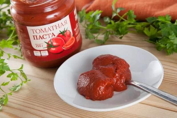 Для приготовления маленькой баночки пасты нужен минимум килограмм помидоров. / Фото: kaloriyka.ruш