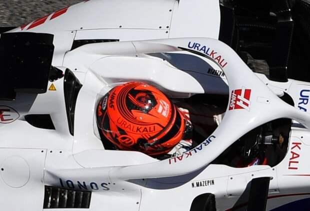 Мазепин добавил на шлем георгиевскую ленту в день гонки 9 мая