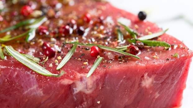 Канадские ученые посоветовали кормящим матерям есть больше мяса и сыра