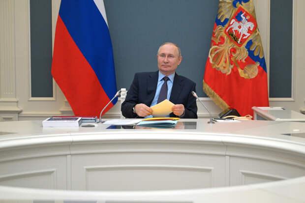 Путин в 2020 году заработал почти 10 млн рублей