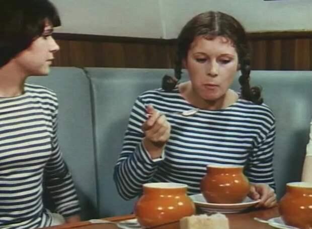 """Е. Тонунц (справа) в кадре из фильма """"Берегите женщин"""""""