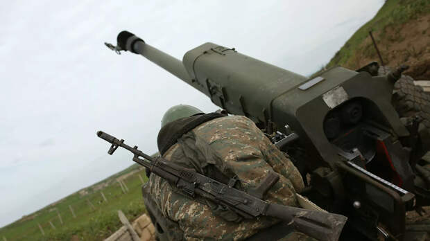 Военнослужащий на артиллерийской позиции в зоне карабахского конфликта - РИА Новости, 1920, 27.09.2020
