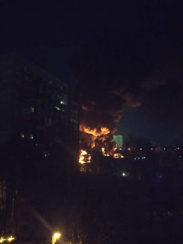 На Стартовой сгорели 25 грузовиков