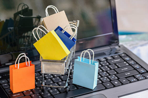 Онлайн шопинг. Купи одежду не выходя из дома